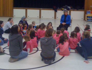 Waterloo's Mayor Brenda Halloran speaking to GGC Sparks and Brownies