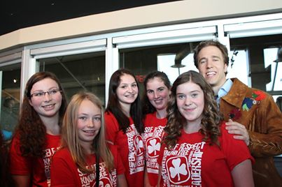 Craig Kielburger, co-founder Free the Children, with Becky, Kaylee, Kendall, Megan and Jamie.  1st Red Wing TREX UNIT, Prince Albert SK. Photo courtesy Brenda Lee.